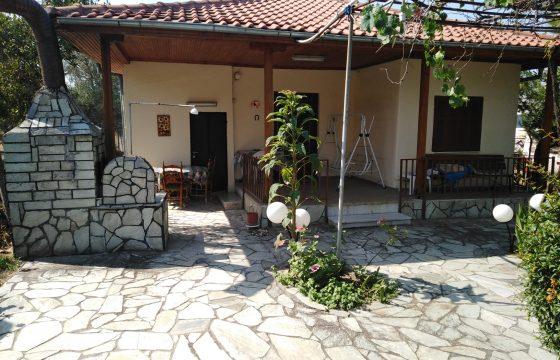 ID 890 Къща в Неа Каликратия, Халкидики на 100м от морето