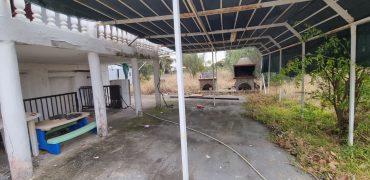 ID 918 На първа линия парцел 2090м2 с къща 90м2 в Неа Ираклия, Халкидики